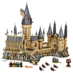 71043 LEGO Hogwarts Front with extras